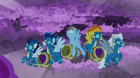 RD and Wonderbolts fly into the storm S9E17