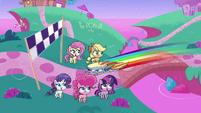 Rainbow Dash crossing the finish line PLS1E2b