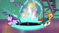 Starlight and Sunburst fight the black hole's pull S7E1