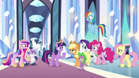 Twilight surrounded by friends and family S9E1