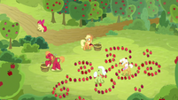 Apple Bloom runs off to continue her hunt S9E10