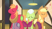 The other Apples in front of CMC S4E17