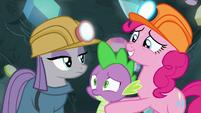 Pinkie Pie brings Spike up to Maud S7E4