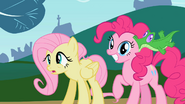 S02E07 Gummy przyssany do ucha Pinkie