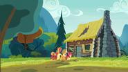 S07E13 Rodzeństwo składa wizytę Goldie Delicious, aby dowiedzieć się czegoś o konflikcie rodzin Apple i Pear