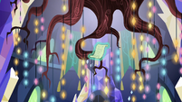 Starlight's scroll floating in the throne room S7E24
