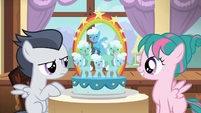 Pink camper filly makes a fancy cake S7E21