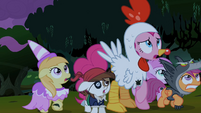 Pinkie Pie and foals backing up S2E04