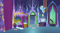Rainbow trying to get Twilight out of bed S8E2