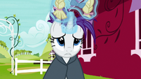 Rarity takes off the wig and bonnet S7E19