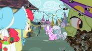 S02E12 Apple Bloom zauważa Tiarę i Silver Spoon