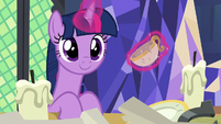 Twilight Sparkle discovers an antique teacup S7E24