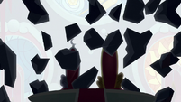 King Sombra's crystal throne shatters S9E2