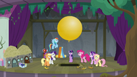 Pinkie Pie produces a large yellow balloon S8E7