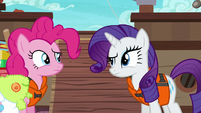 Pinkie and Rarity look at each other confused S6E22