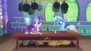 S07E02 Starlight i Trixie w zamkowej kuchni