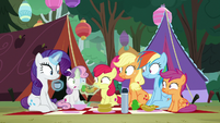 Sisters notice web on Sweetie Belle's face S7E16