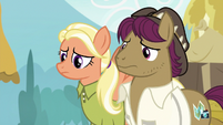 Snap and Mane look at upset Scootaloo S9E12