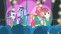 The Ponytones sings 'see the sunshine' S4E14