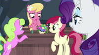 Flower trio only has one bouquet left S7E19