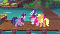 Twilight appeals to her arguing friends S6E22