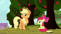 Applejack looking slyly at Apple Bloom S8E12