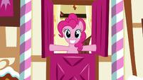 Pinkie Pie opens the top half of Sugarcube Corner entrance S5E19