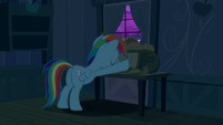 Rainbow Dash boarding up the door S6E15