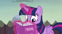 Twilight consults the portfolio once again S5E23