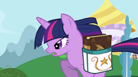 Twilight running to her Canterlot house S1E01