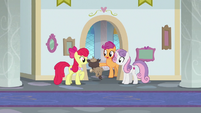 Older Crusaders welcome a griffon to class S9E26