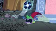 S04E06 Spike upuszcza elektryczną kulę
