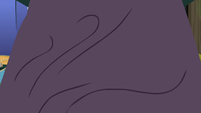 Starlight Glimmer's bed lifting up S8E3