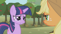 Twilight asks about Applejack's relatives S1E04