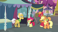Apple Bloom approaching Grand Pear S7E13