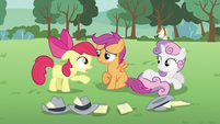 Apple Bloom talking to Scootaloo S2E23