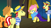 Fluttershy's wig and glasses disappear error S6E20