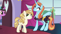 Sassy welcomes ponies to the Canterlot Carousel S5E14