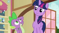 Spike saluting to Twilight Sparkle S7E3
