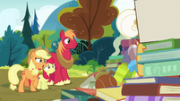 """Applejack """"that's all right, Goldie"""" S7E13"""