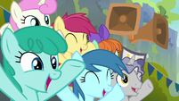 Crowd ponies cheering for the Washouts S8E20
