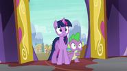S06E21 Twilight i Spike widzą bałagan