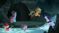 S07E16 Kucyki wskakują do strumienia