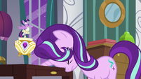 Starlight Glimmer slams her forehead on table S7E10