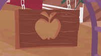 Sweet Apple Acres' wooden apple sign S5E25