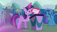 Twilight organizing her flash cards S4E16