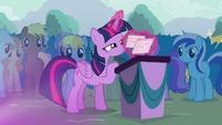 Twilight organizing her flash cards S4E16