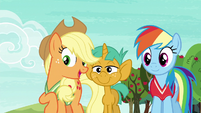 Applejack --you two are really good at this game-- S6E18