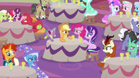 Audience ponies looking very confused S9E26