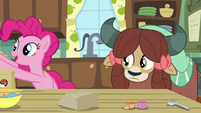 Pinkie Pie bakes batter off-screen S9E7